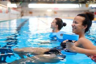 Procura academia com piscina? Aqui você encontra