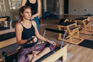 Aula de pilates na academia ou em estúdio? Qual a melhor?