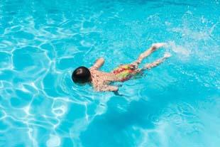 Como a natação infantil pode ajudar a manter a saúde dos seus pequenos?